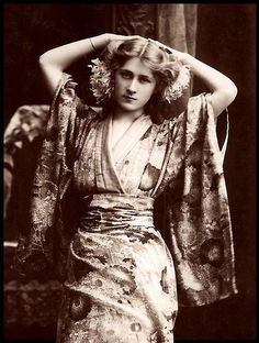 Miss Phyllis Dare.  About 1910's.  Phyllis Dare (15 August 1890 – 27 April 1975) was an English singer and actress, famous for her performances in Edwardian musical comedy and other musical theatre in the first half of the 20th century.