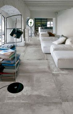 flooring concreto pulido Large concrete tiles for this clean interior - Concrete Floors, Smooth Concrete, Clean Concrete, Bathroom Concrete Floor, Concrete Board, Linoleum Flooring, Concrete Counter, Polished Concrete, Wooden Flooring