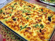 Escondidinho de Bacalhau: Purê  1 kg de aipim (mandioca) cozido e espremido 1 ovo 1 colher (sopa) de manteiga 2 colheres (sopa) de queijo processado 200 g de creme de leite 3 colheres (sopa) de queijo parmesão ralado - EMPÓRIO LA TAVOLA Sal e pimenta a gosto