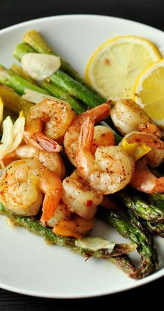 Shrimp Tacos Discover Lemon and Garlic Shrimp Over Asparagus Recipe This Lemon and Garlic Shrimp Over Asparagus is an easy quick and healthy entree that is cooked in one pan and can be on your table in under 25 minutes. Shrimp And Asparagus, Garlic Shrimp, Asparagus Recipe, Cooked Shrimp, Gourmet Recipes, Dinner Recipes, Cooking Recipes, Healthy Recipes, Cheap Recipes