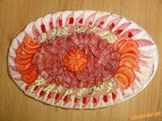 Obložené misy...kreácie mojej dcéry.... | Mimibazar.sk Charcuterie, Deco Fruit, Food Art, Ale, Decorative Plates, Food And Drink, Kitchen, Desserts, Fruit Ideas