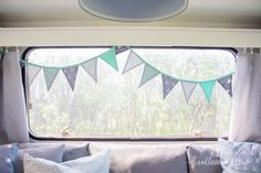 Wimpelkette im Wohnwagen                                                                                                                                                      Mehr