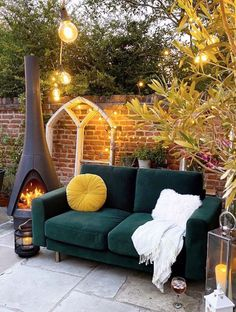 60 Instagram Viral Patio Decor Ideas to Get Your Outdoor Space Ready For Spring Chiminea Fire Pit, Fire Pits, Heat Logs, Kiln Dried Firewood, Wood Trellis, Wood Fuel, Outside Patio, Fire Pit Designs, Side Garden