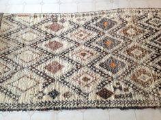 BENI OURAIN. Vintage Moroccan Rug. Wool by theboucherouiteshop