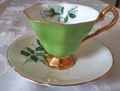 Royal Stafford taza de té y la porcelana saucerbone por RueGenevieveM