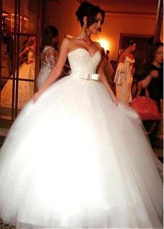 Junoesque Tulle Sweetheart Neckline Ball Gown Wedding Dresses With Beadings