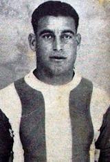 Carlos Pereira - Carlos de Jesus Pereira nasceu no dia 3 de Setembro de 1911. Chegou ao Futebol Clube do Porto (proveniente do vizinho Boavista F.C.), na temporada de 1933/34. Permaneceu oito temporadas, ininterruptas, ao serviço do F.C. Porto. Nesse período de tempo ajudou a conquistar três Campeonatos Nacionais (1934/35, 1938/39 e 1939/40), o Campeonato de Portugal na época de 1936/37, onde os Dragões defrontaram e venceram o Sporting C.P. por 3-2 na final disputada em Coimbra a 4 de Julho…