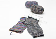 Kuvahaun tulos haulle neule ohjeet 7 v sukkiin Knitting Wool, Knitting Socks, Knitting Projects, Knitting Patterns, Knitting Ideas, Diy And Crafts, Arts And Crafts, Leg Warmers, Mittens