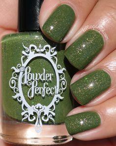 Powder Perfect Toil & Trouble // @kelliegonzoblog
