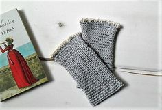 Romantic and chic cotton crocheted fingerless gloves with lace, made by me with great care. A must-have accessory for this spring. Great gift idea. I used a yarn blend of cotton and polyester.  Size shown in photo: M Color shown in photo: pearl grey Length: about 7.1 inches Width: about 3.5 inches