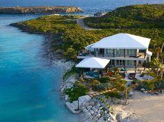 #Багамы #Красиво_жить_не_ запретишь #Over_Yonder_Cay #Виллы  Over Yonder Cay — остров на Багамах, который раньше был рыбацкой деревней, сегодня превратился в один из самых роскошных эко-комплексов для отдыха. Солнечная и ветряная энергия обеспечивают четыре виллы с эксклюзивным дизайном электричеством.     В каждой вилле есть джакузи и несколько бассейнов. Кроме того, к услугам гостей массаж, йога, кинотеатр, курсы по гольфу, кайт- и виндсерфинг, рыбалка, дайвинг, а также дневной круиз на…