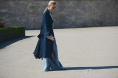 Shades of blue for The Trend Spotter: learn more about this look on www.thestreetmuse.it