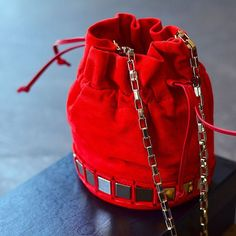 Tomorrow is Friday! Time to scoop up this cute lil Tomasini Paris bag, put on a fantastic outfit & hit the town.  #tomasini #handbaglover