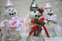 The Polka Dot Closet: Salt Shaker Snowmen & Snow Women Snowman Decorations, Snowman Crafts, Crafts To Make, Christmas Crafts, Christmas Decorations, Diy Crafts, Christmas Ideas, Holiday Decorating, Diy Christmas Ornaments