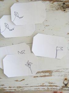 Etiquettes autocollantes et dessins à main levée