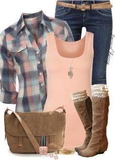 - blaue enge jeans - braune stiefel - rosa top - rosa-karierte karobluse