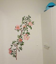 Wandschildering roze bloemenrank on Lizart  https://lizart.be/wp-content/uploads/decorative_murals/wm-muurschildering-bloementak-1.jpg