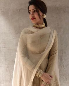 Sophisticated ✨ cuts a pretty look. Love the beige nude suit and the most elegant choker and earrings ❤❤ Indian Designer Suits, Indian Suits, Indian Attire, Indian Wear, Punjabi Suits, Indian Fashion Trends, Asian Fashion, Women's Fashion, Dress Indian Style