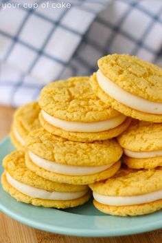 Homemade Golden Oreos - Your Cup of Cake. Also, look up the book 'Make It With A Cake Mix'. Köstliche Desserts, Delicious Desserts, Dessert Recipes, French Desserts, Cake Mix Recipes, Cookie Recipes, Cake Mixes, Cupcakes, Gelato