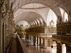 The library in Palácio de Mafra, Portugal