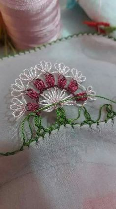 This Pin was discovered by Ayş Thread Art, Needle And Thread, Embroidery Stitches, Hand Embroidery, Lacemaking, Needle Case, Brazilian Embroidery, Bobbin Lace, Dressmaking