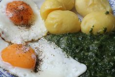 The German Spinach Potatoes Fried Egg Dish is a traditional meatless dish that was often made on Fridays. Tastes so good! Informations About The German Spinach Potato