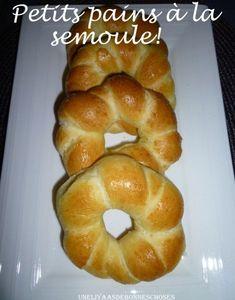 Bonjour!! Comment allez-vous?? Sous la chaleur?? Je vous poste la recette des petits pains à la semoule car certaines d'entre vous ont demandé la recette!! Ces petits pains sont super simple à faire et délicieux!! J'ai piqué la recette à Llysa dont le...