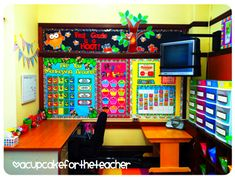 30 Awesome Classroom Themes & Ideas For the New School Year – Bored Teachers Classroom Layout, Classroom Organisation, Teacher Organization, Classroom Themes, Classroom Management, Teacher Desks, Classroom Design, Behavior Management, Classroom Pictures