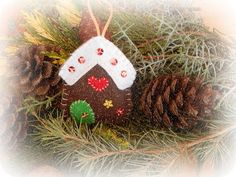 In & around my house : Felt christmas houses ! Christmas Houses, Felt Christmas, Christmas Ornaments, My House, Holiday Decor, Home Decor, Decoration Home, Room Decor, Christmas Jewelry