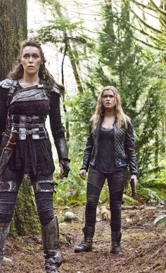 Leksa and Clarke, The 100 Raven The 100, The 100 Luna, Diy Costumes, Cosplay Costumes, Costume Ideas, Halloween Costumes, The 100 Grounders, The 100 Serie, Commander Lexa