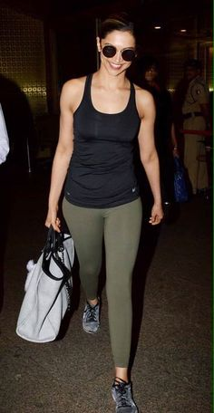 Queen's back in town! Deepika Padukone spotted at Mumbai airport.😊
