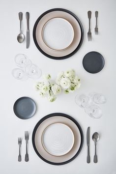 Miniamle, Charcoal | Minimale, Sand | Canyon Flatware, Stonewashed Pewter | Luxe Glassware, Clear Place Settings, Table Settings, Table Top View, Still Life Photographers, Architecture Plan, Design Reference, Dinner Table, Modern Furniture, Table Decorations