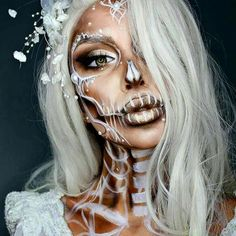 Looking for for inspiration for your Halloween make-up? Browse around this site for creepy Halloween makeup looks. Looks Halloween, Halloween Inspo, Happy Halloween, Halloween Party, Halloween Mignon, Halloween College, Halloween Movies, Halloween 2017, Halloween Stuff