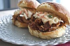 jack daniels BBQ pulled pork sandwich recipe--looks delicious! Slow Cooker Recipes, Crockpot Recipes, Cooking Recipes, Bbq Pork, Pulled Pork, Sandwiches For Lunch, Pork Sandwich, Café Barista, Ribs
