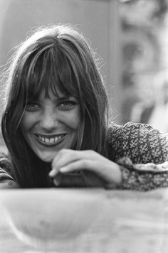 Jane Birkin - if I could wear bangs like this... :-)