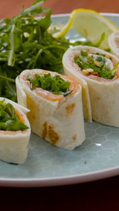 Wraps au saumon Here is a simple and quick recipe for your aperitif or during a meal accompanied by Salad Recipes Healthy Lunch, Healthy Recipes On A Budget, Healthy Meal Prep, Healthy Breakfast Recipes, Healthy Snacks, Salade Healthy, Yummy Recipes, Quick Recipes, Quick Easy Meals