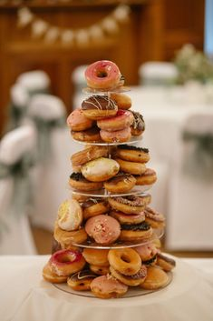 Donut count out donuts as a cake replacement! Donut Bar, Donut Tower, Doughnut, Donut Wedding Cake, Wedding Donuts, Cool Wedding Cakes, Popcorn Bar, Homemade Wedding Favors, Wedding Favours