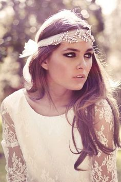 Boho chic is an amazing style for a wedding, it's so relaxing, light, airy - and you look like a forest fairy! If you have already chosen a boho dress to rock, it's time to choose a good bohemian headpiece to accentuate your look.