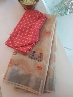 Cream and pink real zari kota saree Trendy Sarees, Stylish Sarees, Fancy Sarees, Simple Sarees, Saree Blouse Patterns, Saree Blouse Designs, Silk Saree Kanchipuram, Bandhani Saree, Vintage Flower Girls