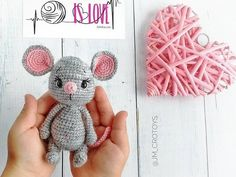 Venya the mouse amigurumi pattern Crochet Panda, Crochet Mouse, Crochet Gratis, Crochet Bunny, Crochet Dolls, Free Crochet, Animal Knitting Patterns, Crochet Amigurumi Free Patterns, Crochet Mittens