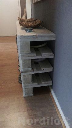 Gefertigt Aus Gebrauchten Europaletten Und Von Mir Mit Mühevoller  Handarbeit In Mehreren Schleifgängen Aufgearbeitet Und Zu