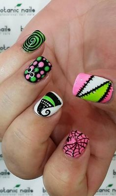 Rosa y verde latest nail art designs gallery nail designs for short nails 2019 essie nail stickers self adhesive nail stickers essie nail stickers Halloween Nail Designs, Halloween Nail Art, Creepy Halloween, Nail Art Designs, Zombie Nails, Skull Nails, Nail Art Techniques, Holiday Nail Art, Creative Nails