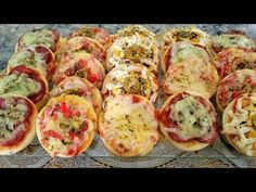 MINI PIZZA CASEIRA-MASSA PRÁTICA E RENDE MUITO APRENDA A FAZER - YouTube Mini Pizzas, Receita Mini Pizza, Pizza Roses, Calzone, Minis, Tacos, Ethnic Recipes, Food, Youtube