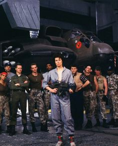 A gallery of Aliens publicity stills and other photos. Featuring Sigourney Weaver, Michael Biehn, Carrie Henn, Jenette Goldstein and others. Aliens 1986, Aliens Funny, Aliens Movie, Alien Sigourney Weaver, Science Fiction, Fiction Movies, Fantasy Movies, Sci Fi Fantasy, David Cameron