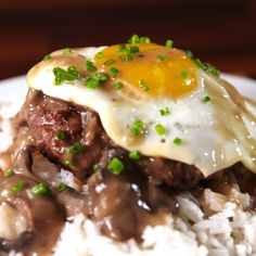 Loco Moco Do the locomotion! The very popular dish here in Hawaii. Easy Healthy Recipes, Meat Recipes, Easy Meals, Cooking Recipes, Cooking Ideas, Healthy Eats, Tasty Videos, Food Videos, Hawaiian Dishes