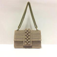 Crochet Clutch Bags, Crochet Handbags, Crochet Purses, Crochet Doilies, Knit Crochet, Crochet Bags, Diy Purse, Handmade Bags, Knitting Yarn