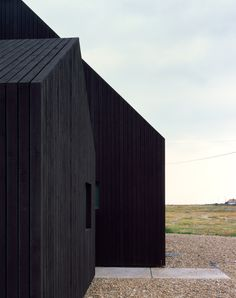 Rodić Davidson Architects has become the latest architecture studio to build a house on the shingle landscape of Dungeness beach in Kent, England Black Architecture, Contemporary Architecture, Architecture Details, Interior Architecture, Architecture Definition, Computer Architecture, Enterprise Architecture, Architecture Today, Revit Architecture