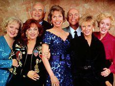 Betty White, Mary Tyler Moore, Cloris Leachman, Valerie Harper abd Georgia Engel reunite on Hot In Cleveland!