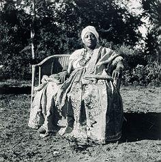 D. Maria Bibiana do Espírito Santo, Mãe do Terreiro Axé Opô Afonjá, 1948  Salvador, BA- Photo Pierre Verger