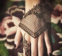 Mehndi. I can't describe how much I love the mix of Middle Eastern and Western influence!